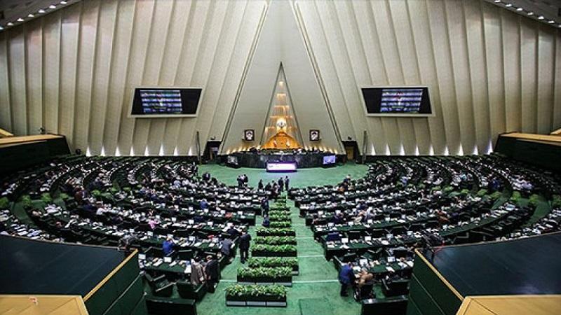 کارمند بازنشستهی ۴ شغله در مجلس