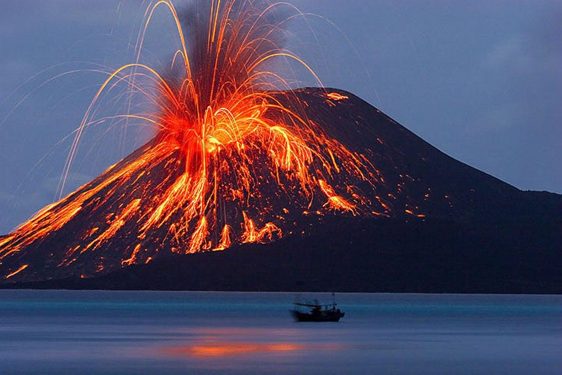 فوران آتشفشان در اندونزی+عکس