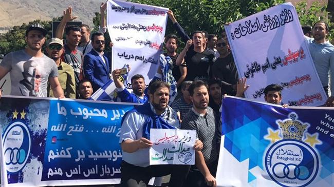 اتهام هواداران استقلال به وزارت ورزش در حمایت بیشتر از سرخپوشان پایتخت!