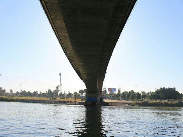 زن جوان از روی پل هفتم اهواز خودکشی کرد
