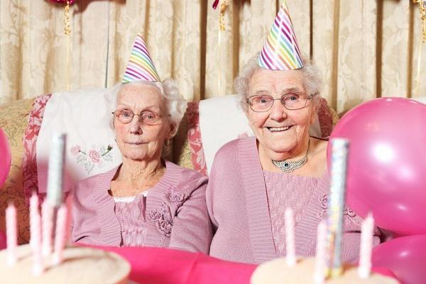تولد خواهران دوقلو در سن 102 سالگی + عکسها