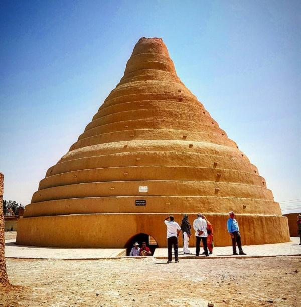 بزرگترین تأمینکننده یخ ایران در قدیم، در کدام شهر قرار داشته است؟