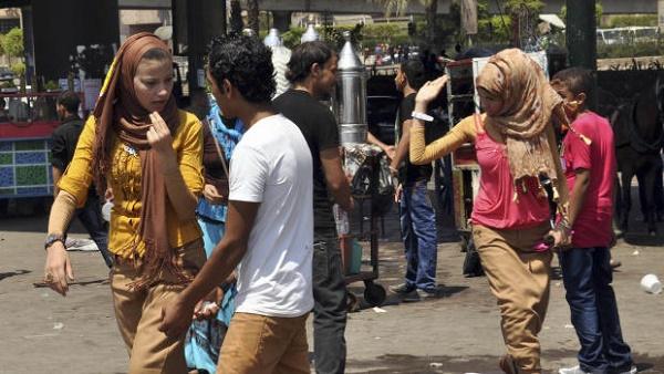 تجاوز زنان مصری به مردان+عکس