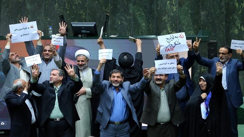 جبران کم کاری نمایندگان مجلس از سوی مقام معظم رهبری
