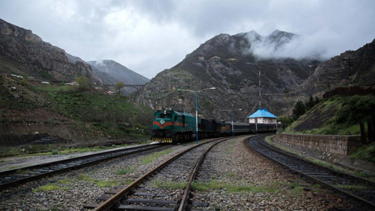 آذری جهرمی: امیدواریم ارائه اینترنت در قطارها از تصادفات جادهای بکاهد