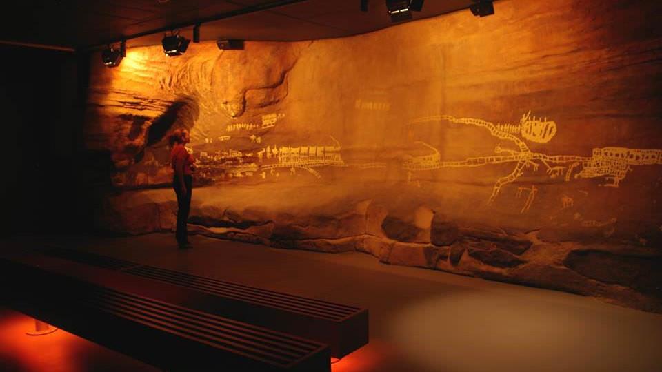 «موزه مرکز ریشهها» در کدام کشور است؟