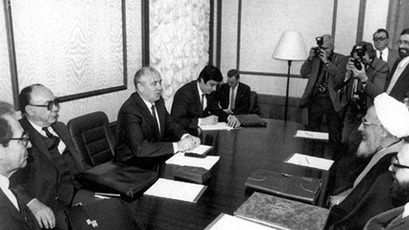 بازخوانی نامه تاریخی  امام خمینی (ره) به گورباچف