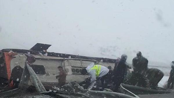 واژگونی اتوبوس در اتوبان ساوه - همدان