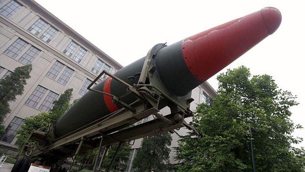 چین توان موشکی خود را به رخ کشید