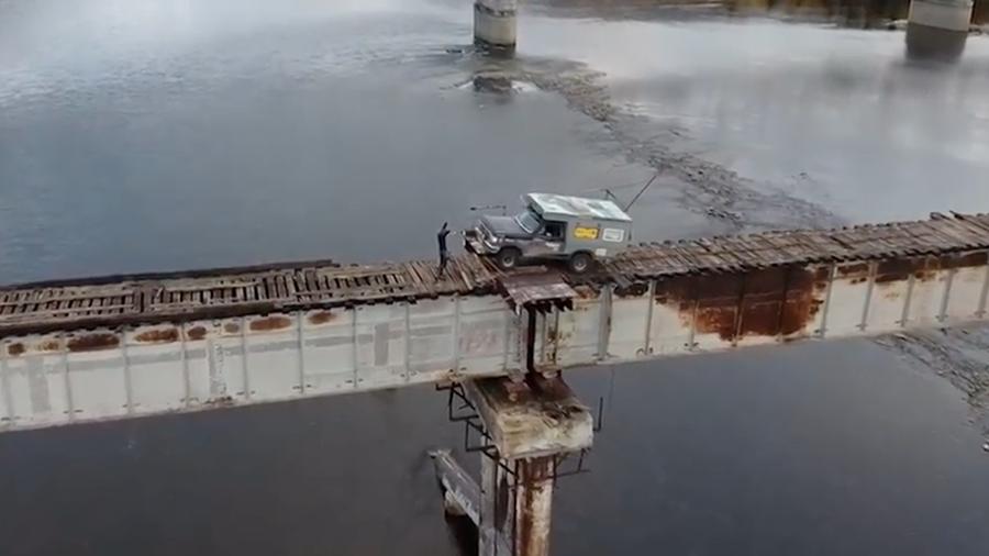 عبور راننده روس از روی خطرناک ترین پل روسیه!+فیلم