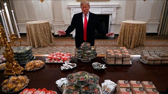ترامپ با «غذای بزرگ آمریکایی» از قهرمانان ورزشی پذیرایی کرد