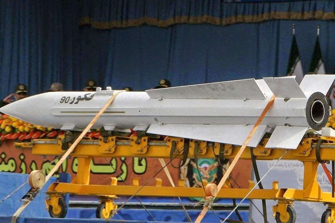 موشک فکور-۹۰ رونمایی شده در مراسم رژه روز ارتش +عکسها