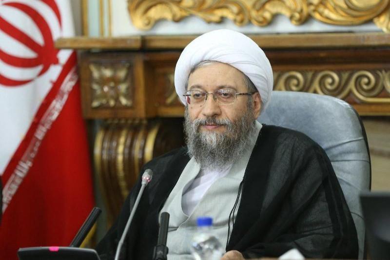 آیتالله آملیلاریجانی: دولت، قوه قضاییه و نیروی انتظامی باید در مبارزه با گرانی همکاری کنند
