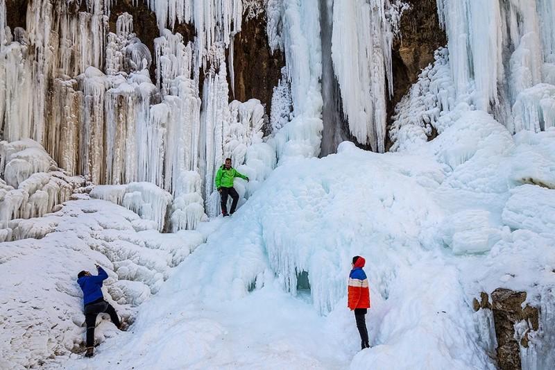 آبشار یخزده «خور خور»+عکس ها