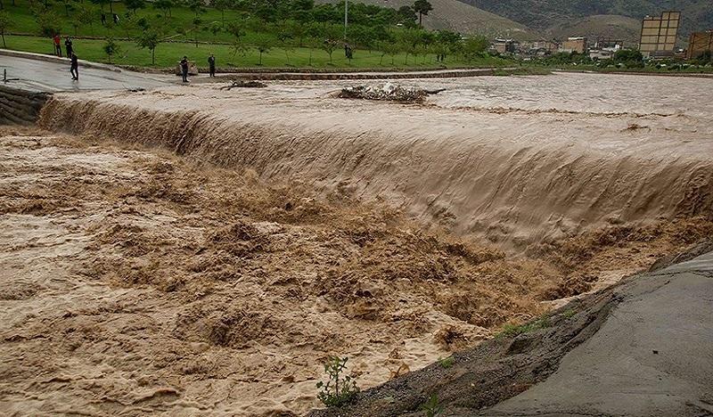 طغیان رودخانه و رانش کوه در چندین محور به دلیل بارش باران