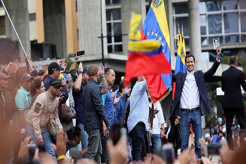 واشنگتن و لندن  به دنبال «براندازی کلاسیک» در ونزوئلا