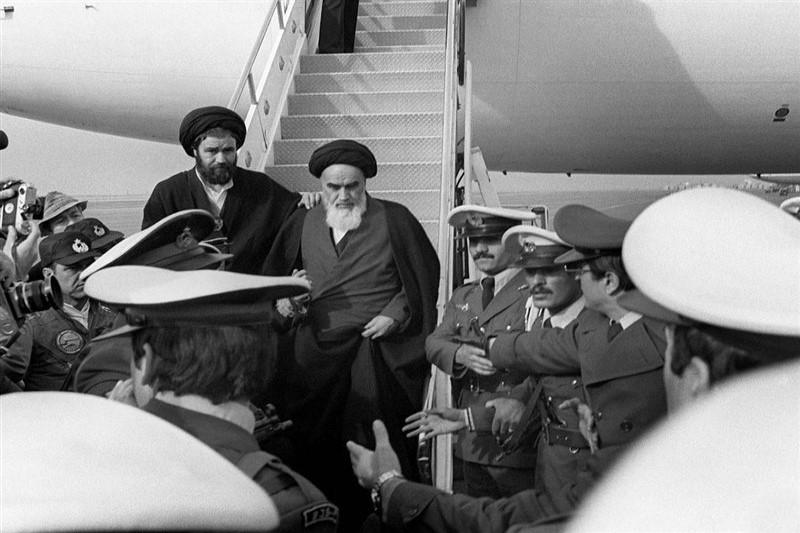 دیدار رهبر کبیر انقلاب اسلامی با مردم پس از بازگشت به وطن+تصاویر