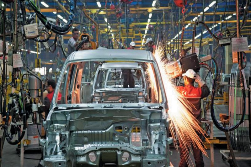 زیان ۷۵۰۰ میلیارد تومانی خودروسازان