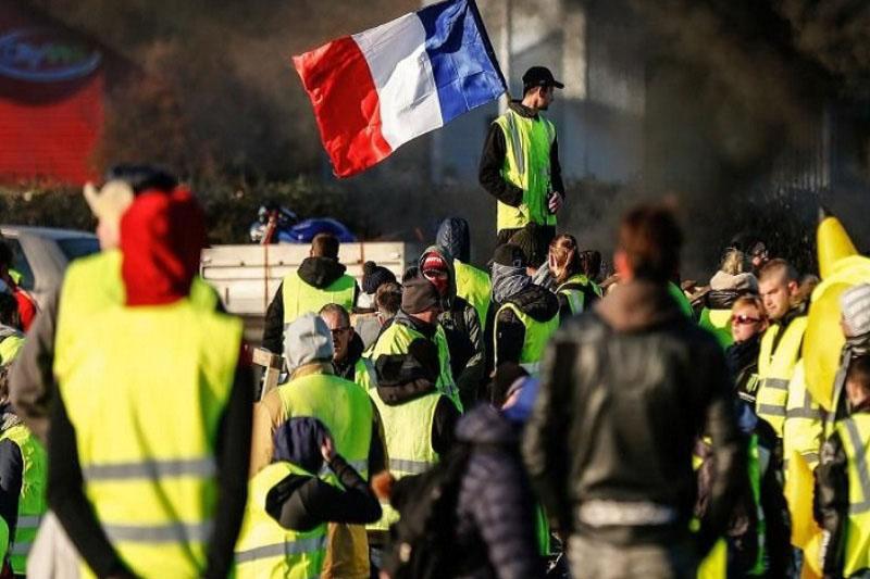 درخواست تحقیق درباره رفتار خشن پلیس فرانسه با معترضان