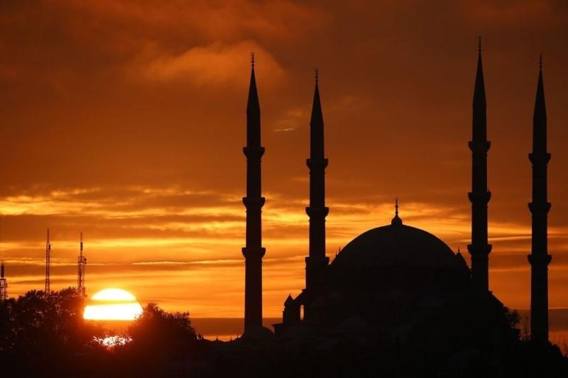بررسی دلایل رشد اسلام در دوران مدرن در مقایسه با سایر ادیان