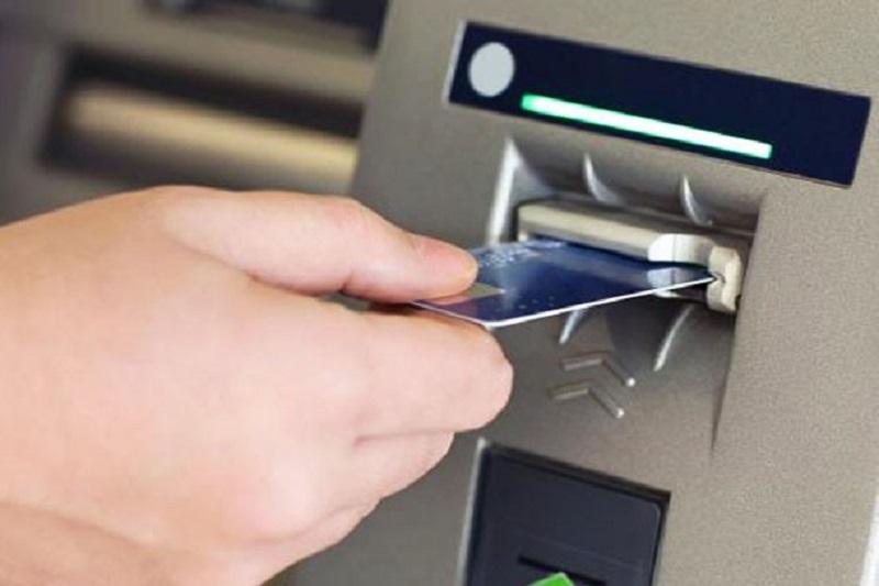 سرقت از کارتهای عابربانک به بهانه کمک به سالمندان + تصویر متهم