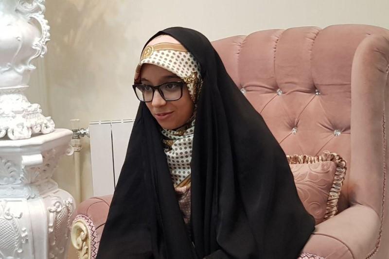 گفتگو با دختری که در روز ۲۲ بهمن به شهرت رسید+فیلم