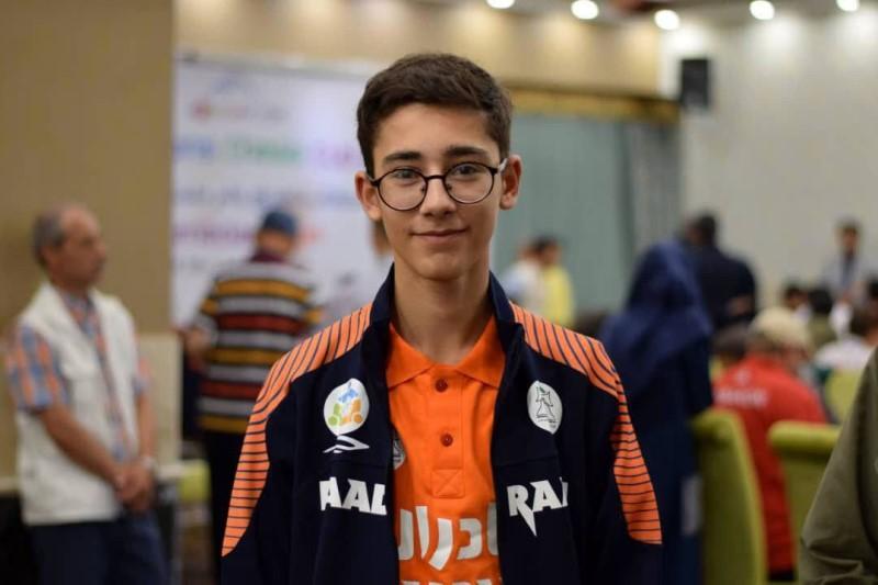 هدیه سردار سلیمانی به شطرنج باز نوجوان+تصاویر