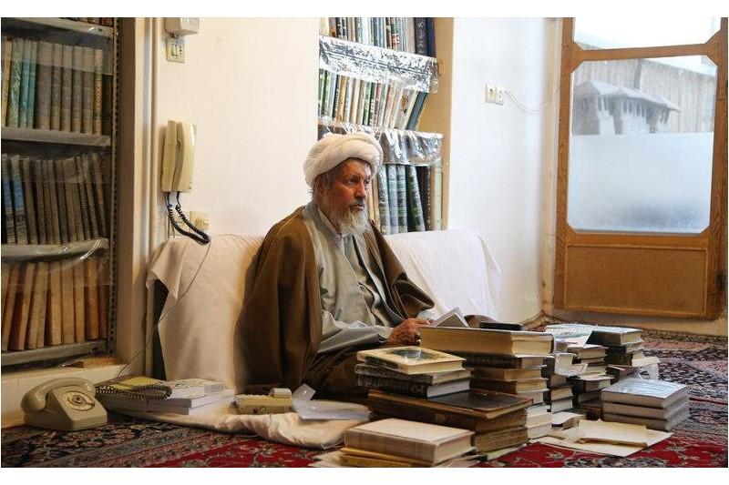 مستندی از از سبک زندگی «آیت الله محمد مومن (ره)» به روی آنتن شبکه قرآن میرود