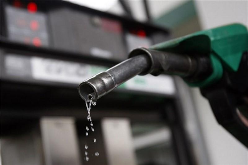 مجلس با اعطای سهمیه یک لیتر بنزین در روز به هر ایرانی مخالفت کرد
