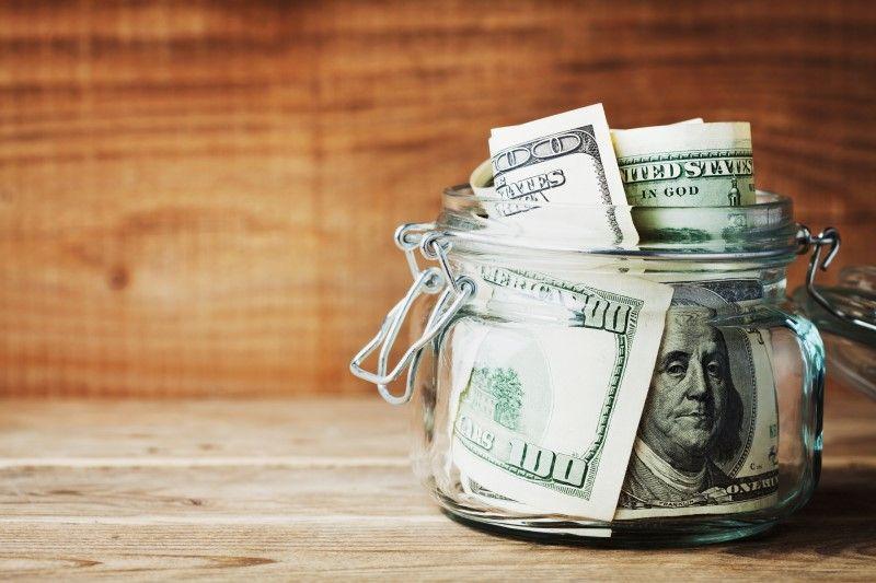 چرا مردم عادی برای خرید سکه و دلار در صفهای چند ساعته میایستند؟