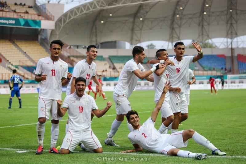 تیم ملی فوتبال امید ایران در زمین کمپ تمرین می کند