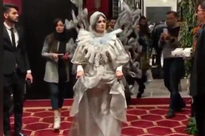پوشش غیر متعارف شو مختلط لباس در تهران واکنش فعالان مجازی را به همراه داشت+فیلم