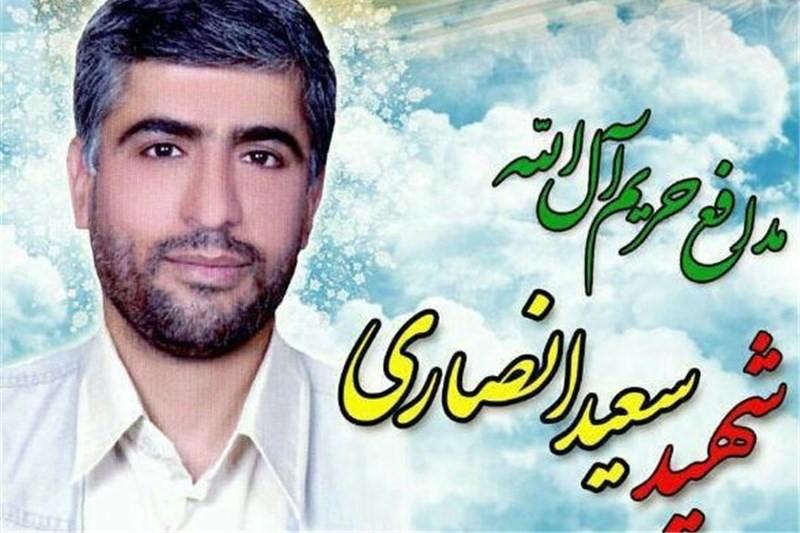 لحظه جانسوز وداع دختر شهید سعید انصاری با پیکر پدرش+فیلم