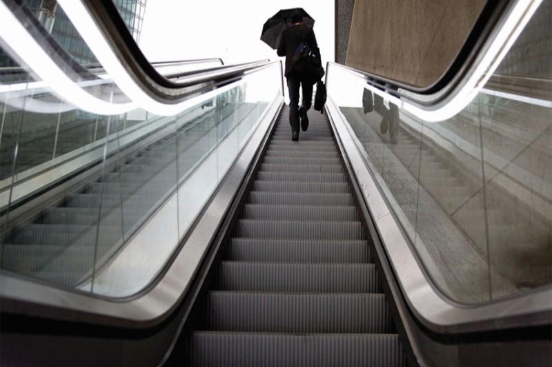 مرگ مردی که قصد استفاده از پله برقی را داشت +فیلم