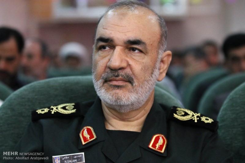 حضور جانشین فرمانده کل سپاه پاسداران انقلاب اسلامی در مترو بدون تشریفات+عکس