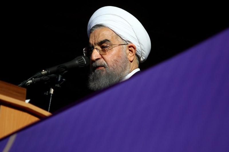 روحانی: وجود ثبات در مقررات و برنامهریزیهای اقتصادی به مردم امید میدهد(سال95)