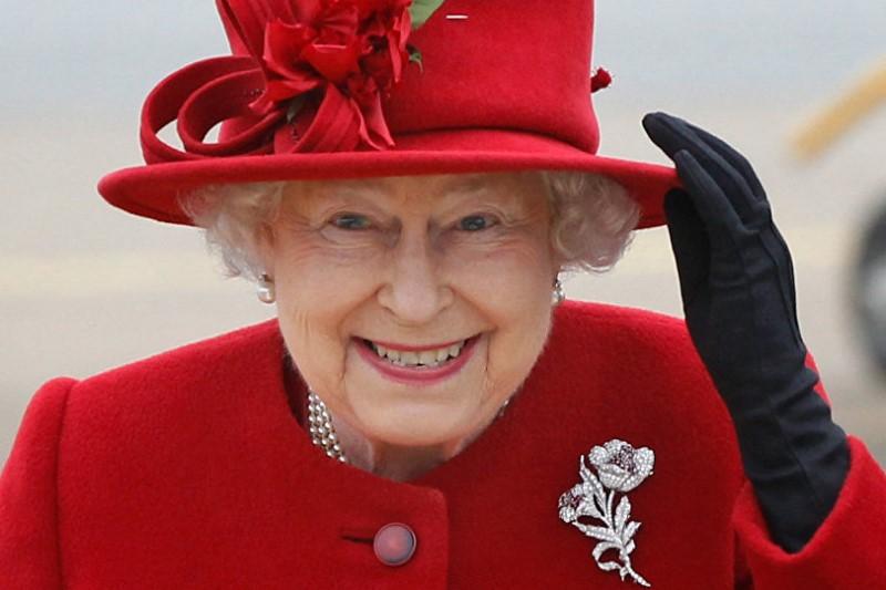 لباسهای ملکه الیزابت از گذشته تا به امروز+تصاویر