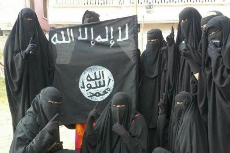 رفتار وحشیانه زنان داعش در مواجهه با خبرنگاران+فیلم