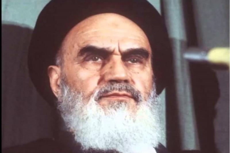 حضور امام خمینی (ره) در یکی از دستههای عزاداری حسینی سال 42+تصویر