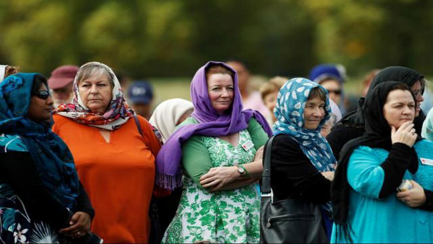 زنان نیوزیلند در حمایت از مسلمانان روسری سر کردند