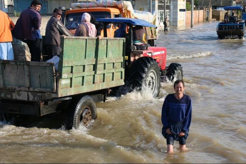 انتقاد مجری صداوسیما از کم کاری برخی مسئولین در کمک به مناطق سیلزده+فیلم