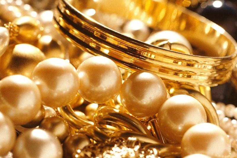 قیمت هر اونس طلا  به ۱۳۰۱ دلار و ۵۰ سنت رسید