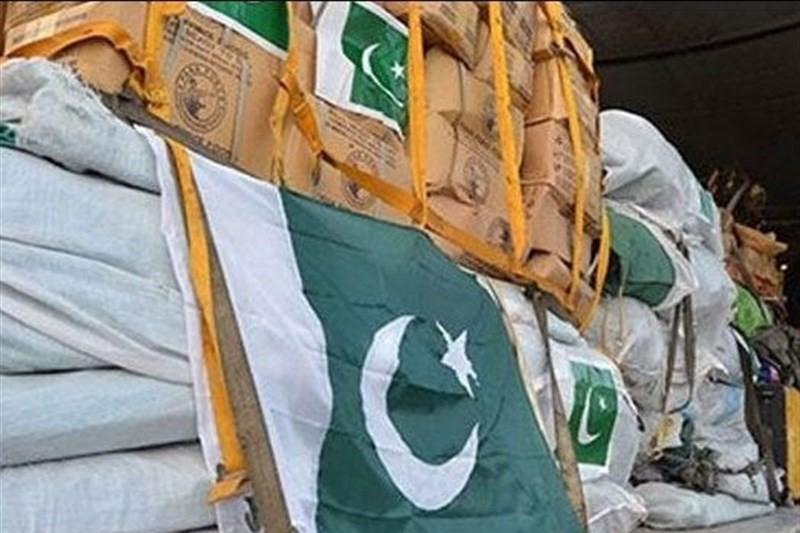 کمک های دولت پاکستان به سیل زدگان در فرودگاه اهواز+عکس