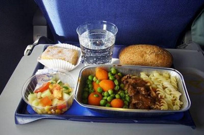 دلیل مزههای نامطبوع غذاهای هواپیماها چیست؟