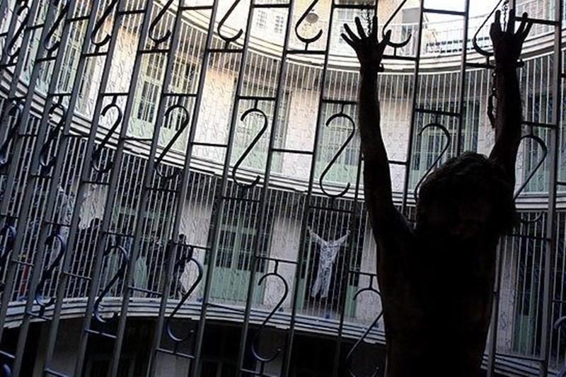غارت زندانیها قبل از مرگ!