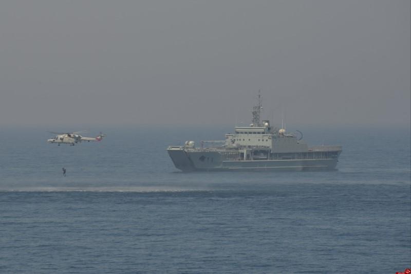 رزمایش مشترک نیروهای دریایی ارتش و سپاه  با نیروی دریایی عمان +فیلم
