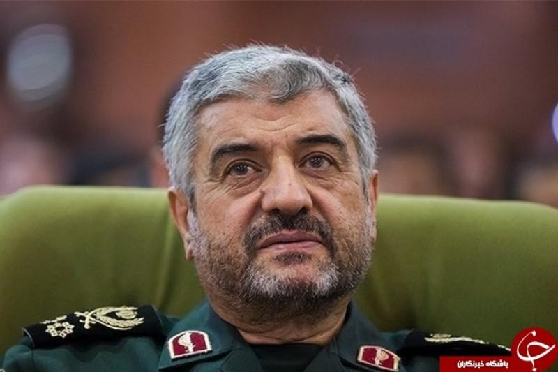 فرمانده کل سپاه،  روز ارتش جمهوری اسلامی را به فرمانده کل ارتش تبریک گفت