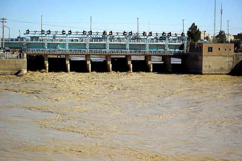 رودخانه هیرمند پس از ۱۸ سال خشکی پُرآب شد