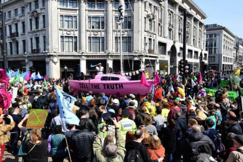 اعتراضات به سیاستهای زیستمحیطی دولت انگلیس در هفتین روز
