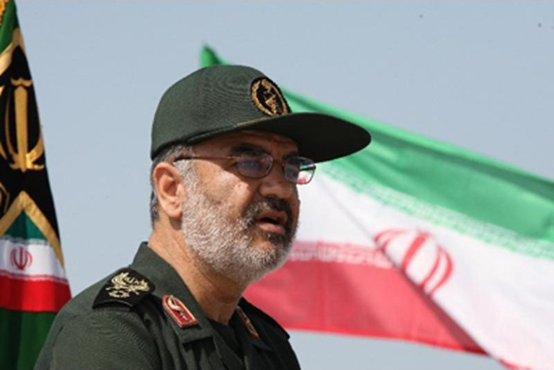 لحظه اعطای نشان سرلشکری به سردار سلامی توسط  مقام معظم رهبری+تصاویر